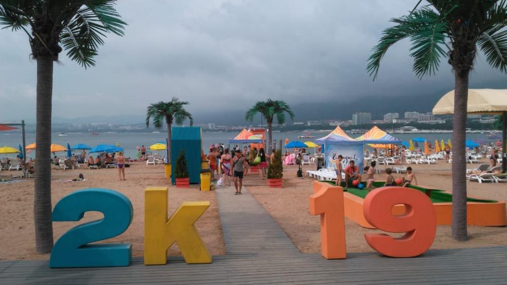 В особую атмосферу погрузится пляж 2k19 в Геленджике