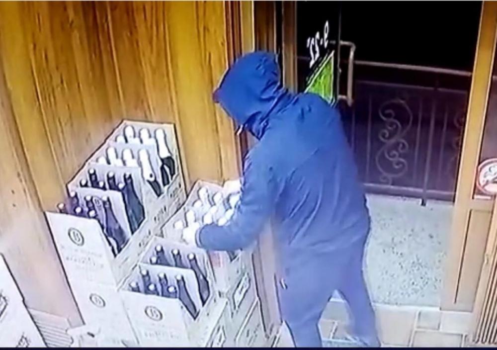 В Геленджике полицейские задержали любителя шампанского