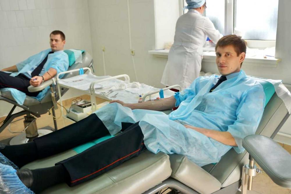 Полицейские Геленджика сдали более 13 литров крови