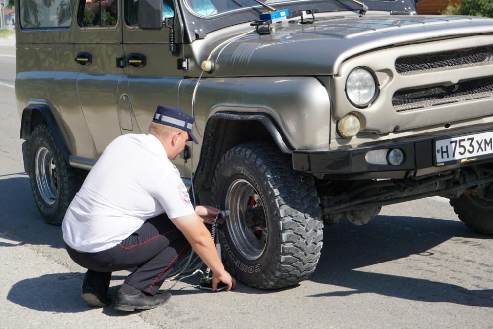 Незаконные перевозки, нарушения ПДД, неисправная техника – выявленные нарушения в сфере «джиппинг» в Геленджике