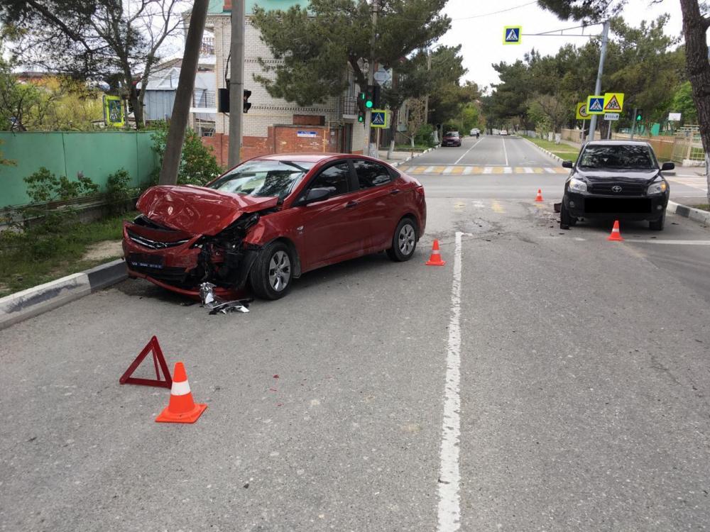Очевидцев столкновения двух автомобилей разыскивают в Геленджике