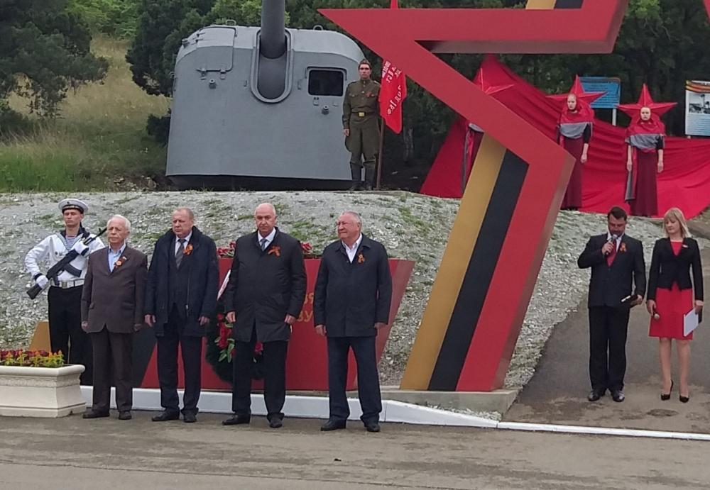 Память моряков-артиллеристов почтили в Геленджике
