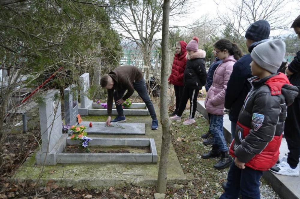 Благодаря субботнику школьник из Геленджика узнал, где похоронены его родственники