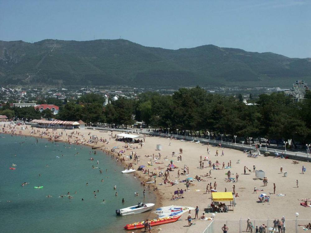 В десятку популярных курортов для отдыха на море в высокий сезон лета вошёл Геленджик