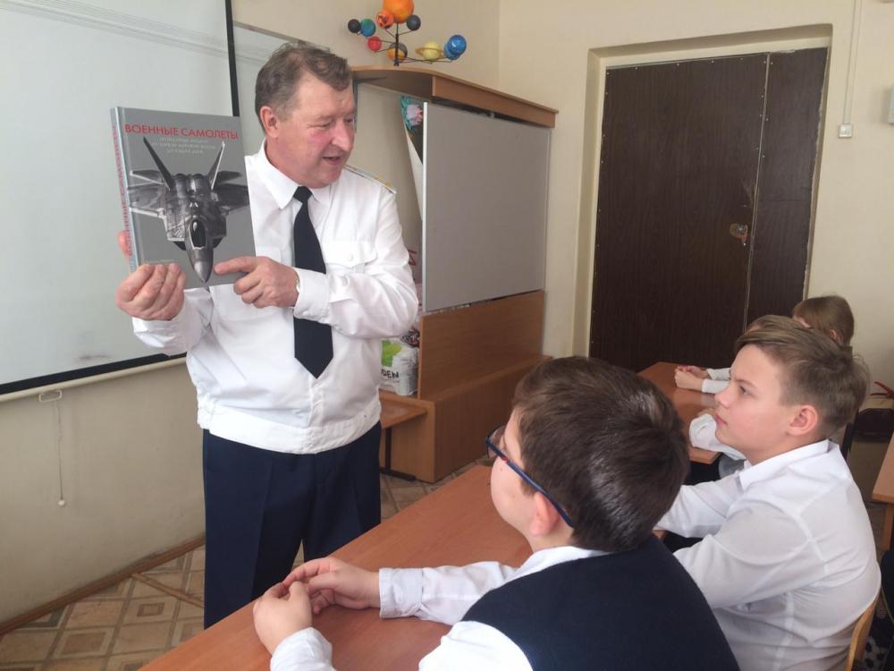 Полковник Зуев провел урок мужества в одной из школ Геленджика