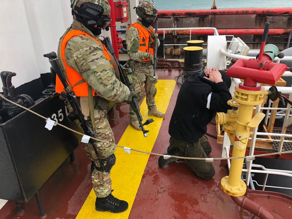 В акватории Черного моря уничтожили террористов и освободили заложников