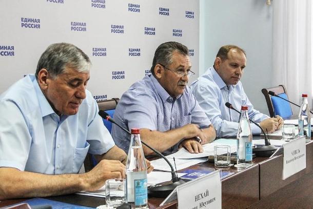 На совещании партийцы обсуждали реализацию проекта «Безопасные дороги» в Геленджике