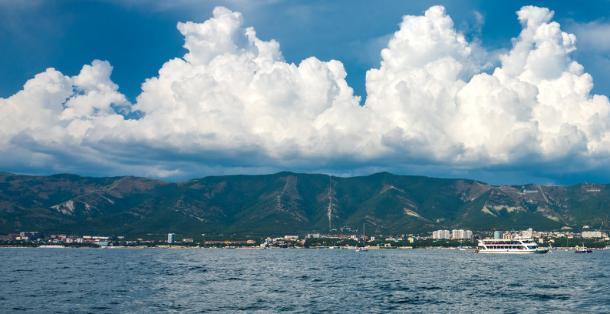 Облачный и жаркий понедельник ждёт жителей Геленджика