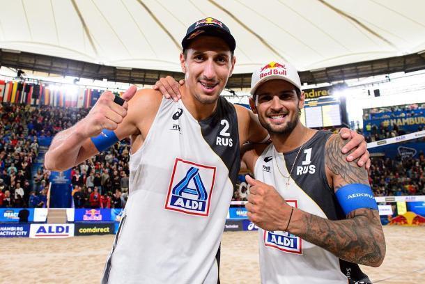 На Чемпионате Мира по пляжному волейболу играет спортсмен из Геленджика