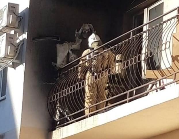 Вещи загорелись на балконе многоквартирного дома в Геленджике
