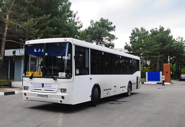 В поминальные дни изменят маршруты движения автобусов в Геленджике