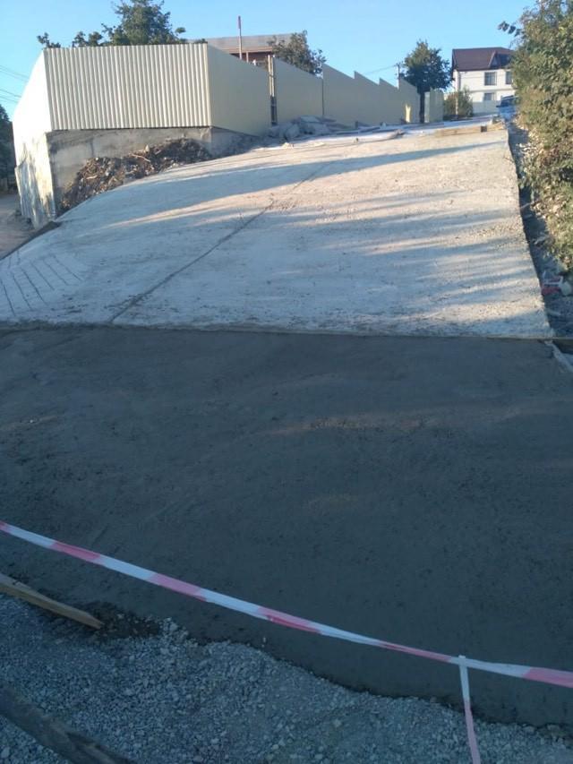 Жители решили не ждать помощи властей Геленджика и начали строительство дороги
