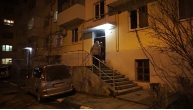 Приезжий напал с ножом на жительницу Геленджика в ее квартире