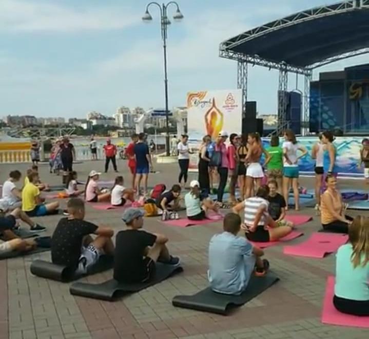 Фестиваль йоги проходит в Геленджике