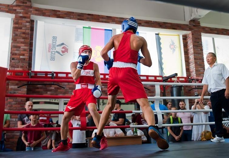 Подростки из Геленджика поборются за «золото» в Новороссийской боксерской школе «Урбан»