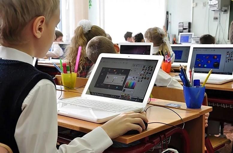 Изучение IT-технологий могут ввести с первого класса