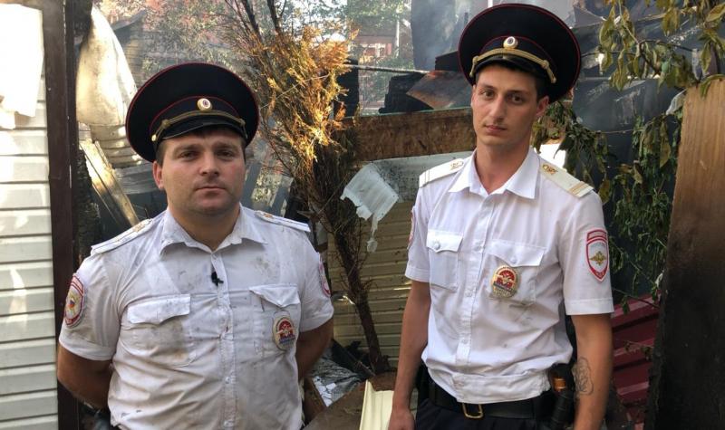 Полицейские Геленджика спасли людей, которые могли бы погибнуть при пожаре