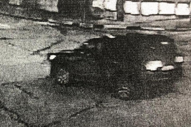 Черный TOYOTA LAND CRUISER 200 снес ворота и скрылся в Геленджике