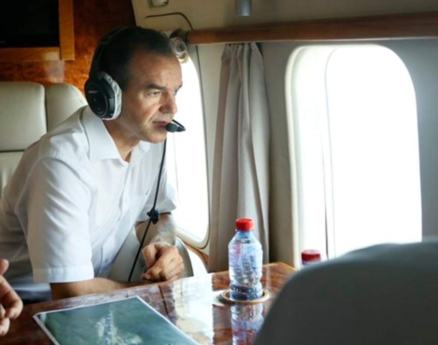 Губернатор Кубани Вениамин Кондратьев осмотрел Геленджик с высоты птичьего полета
