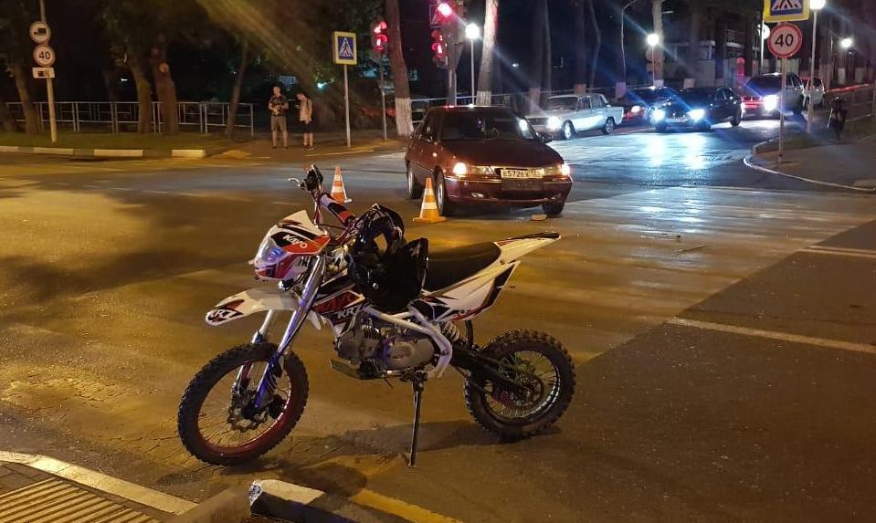 Несовершеннолетний на пит-байке угодил под колеса автомобиля в Геленджике